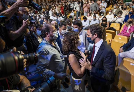 Image of the president of the Community of Madrid, Isabel Díaz Ayuso, and the president of the PP, Pablo Casado, at the Palau de les Arts in Valencia