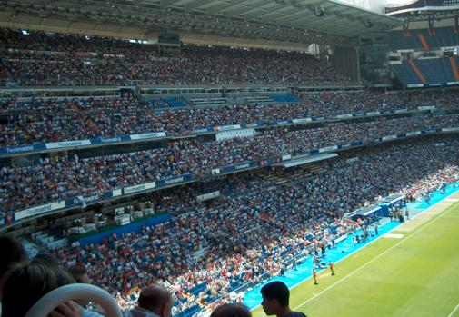 In the match that the Conquense played against Real Madrid B for promotion to the Second Division there were 70,000 spectators in the stands of the 'Bernabéu'