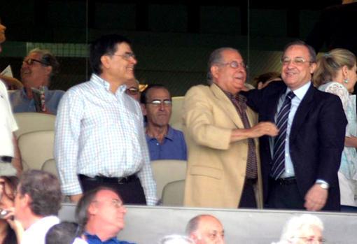 Ángel Pérez with Florentino Pérez in the box of the 'Santiago Bernabéu'