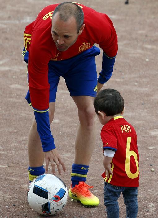 Andrés Iniesta y Paolo Andrea