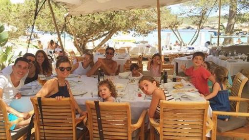 La familia crece tanto como su amistad tal y como vemos en la imagen compartida por la mujer de Xabi Alonso