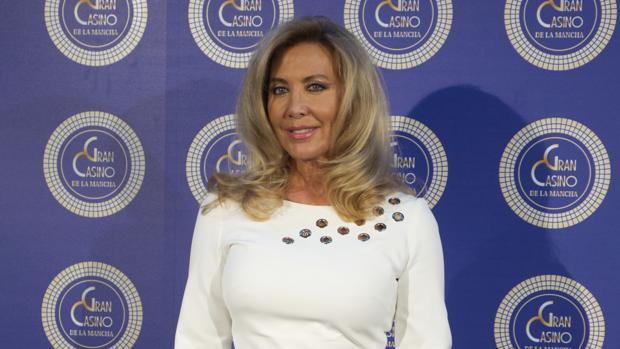 Norma Duval en la inaugaración del Casino de Illescas