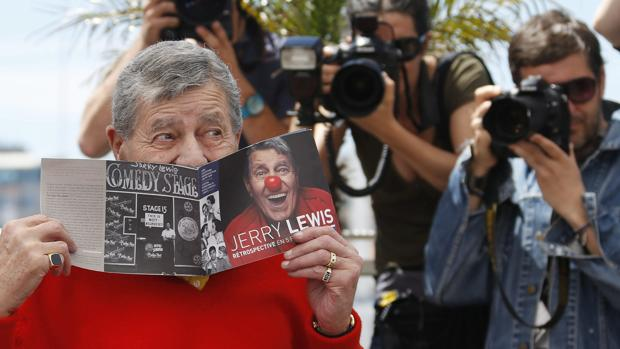 Jerry Lewys posa para las cámaras en Cannes