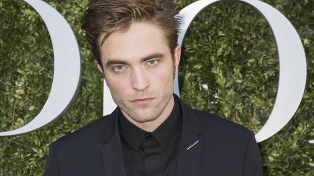 Robert Pattinson en la exposición de DIOR