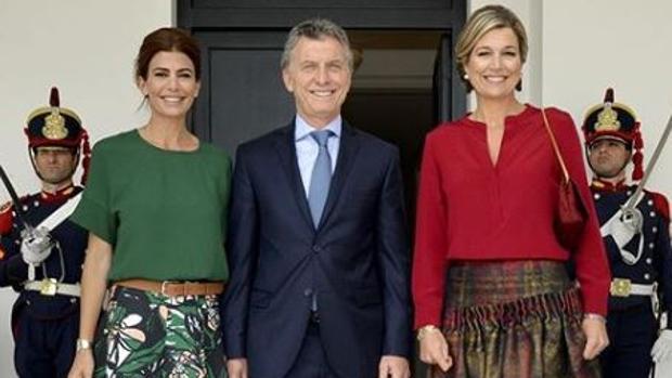 La pareja presidencial con la reina en octubre del año pasado