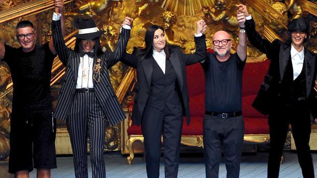 cd9cc07138751a Dolce & Gabbana suben a Monica Bellucci y Naomi Campbell a la ...