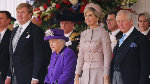 El Rey Guillermo, la Reina Isabel II, Máxima de Holanda y el Príncipe Carlos