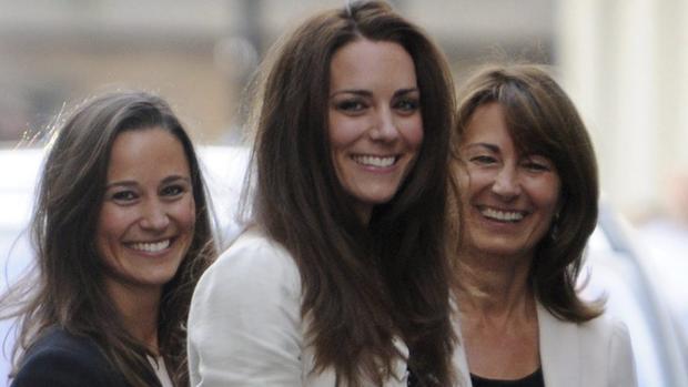 Catalina de Cambridge junto a su madre y su hermana