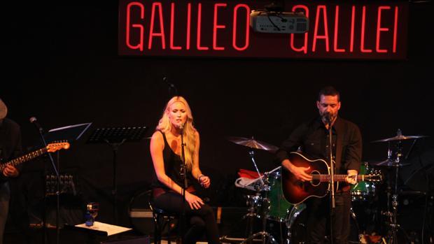 Carolina Cerezuela y el cantautor mallorquín Jaime Anglada, el pasado jueves en la sala Galileo Galilei