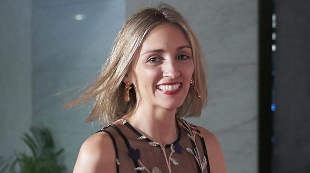 Beatriz Tajuelo a su llegada al «photocall» de la fiesta de la revista «Viajar».