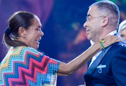 Jorge Javier Vázquez recibe a Isabel Pantoja tras su participación en «Supervivientes»