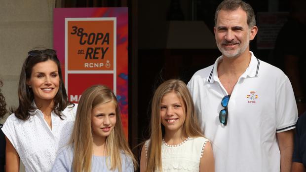 Los Reyes y sus hijas, este jueves en el Real Club Náutico de Palma