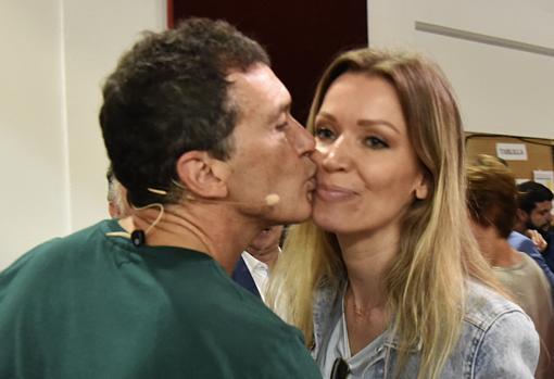 Antonio Banderas junto a Nicole