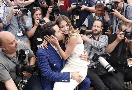 El actor venezolano Edgard Ramírez fue su cicerone en Hollywood. En la imagen, ambos en Cannes en 2016