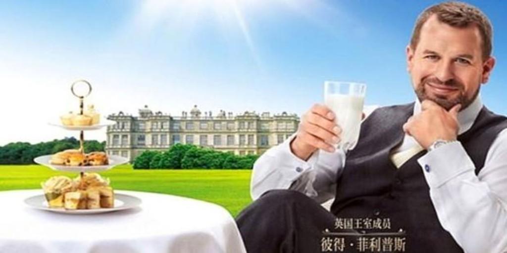 El nieto mayor de la Reina Isabel II triunfa en China anunciando leche británica