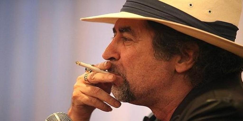 Joaquín Sabina pidió un cigarro nada más despertarse, según su amigo Benjamín Prado
