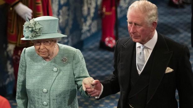 Los Britanicos Temen Que El Principe Carlos Haya Contagiado A Su Madre La Reina Isabel Ii