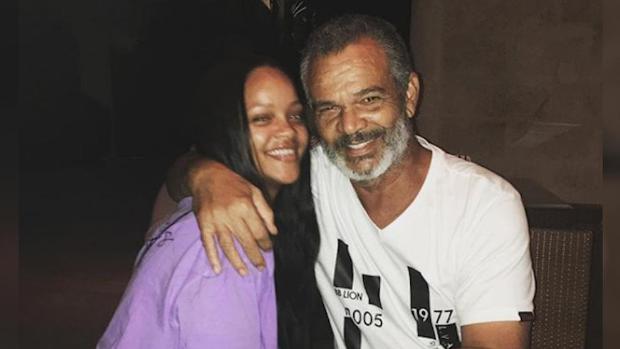 El padre de Rihanna se infecta de coronavirus, y ella le envía un respirador