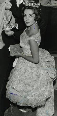 Elizabeth Taylor, 1958, arriving at the American colony party in Paris in a dress from the Lanvin / Castillo collection