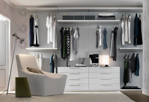 Exposed walk-in closet design