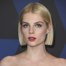 The straight bob is one of the haircuts that most favor women with fine hair.