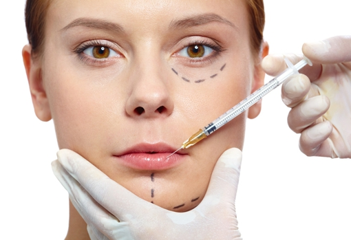 Fillers with hyaluronic acid are the star of aesthetic medicine to correct wrinkles, sagging or enhance the lips, and can be done during the summer.