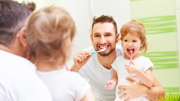 El cepillado de dientes, mejor frente al espejo.