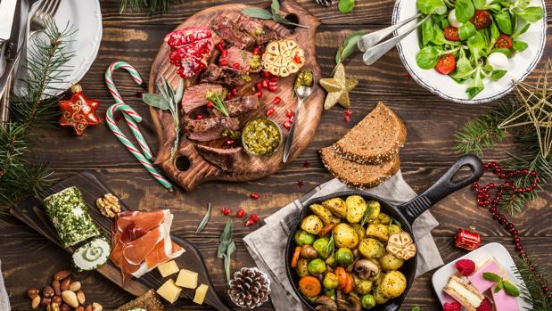 Evitar el picoteo y no saltarse comidas, son consejos prácticos para mantener hábitos saludables en Navidad.