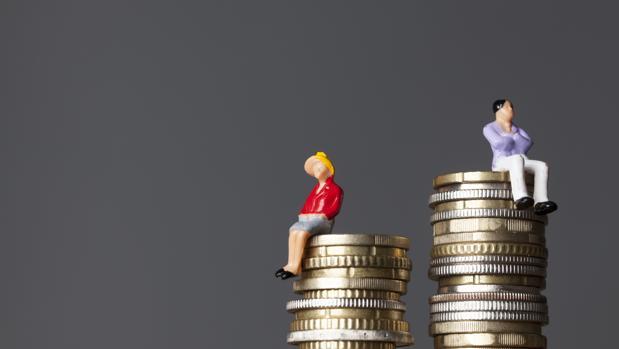 Una mujer tendría que trabajar diez años más para recibir, a lo largo de su vida, la misma renta que un hombre