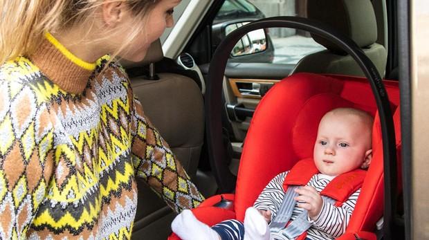 bebe 19 meses solo silla coche
