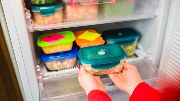Marcar cada recipiento con la fecha de congelación es una medida útil