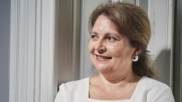 María Elvira Roca Barea posa en la sede de la editorial Siruela
