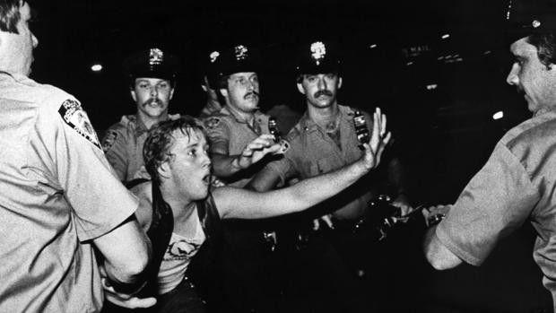 Imagen de los disturbios de Stonewall, el 28 de junio de 1969