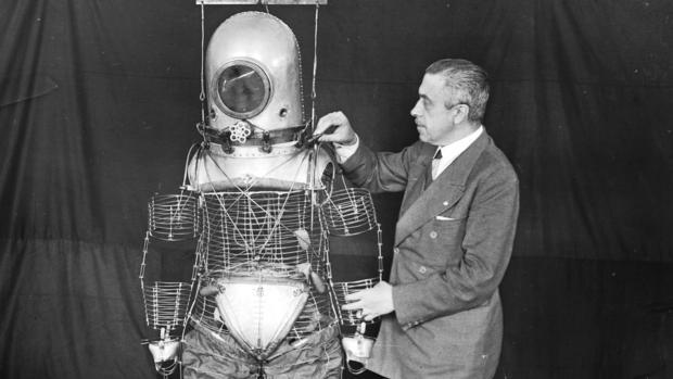 El inventor del traje espacial que rechazó a la NASA por no usar la bandera de España en su misión