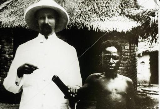 Un niño víctima de atrocidades belgas en el Congo se encuentra con un misionero