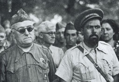 El Campesino (a la derecha)