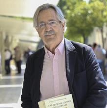 Interview with the writer Jose Enrique Gil-Delgado Crespo at the Book Fair.