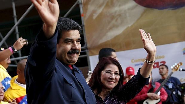 El presidente de Venezuela, Nicolás Maduro y su esposa, Cilia Flores.