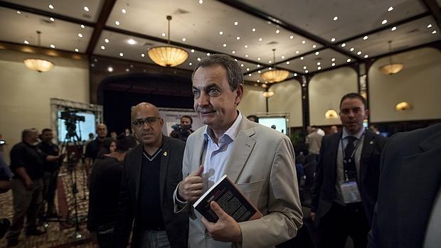 Zapatero, en un evento en Caracas, donde permanecerá hasta el próximo 8 de diciembre