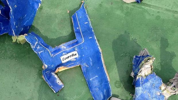 Restos del avión de Egyptair siniestrado
