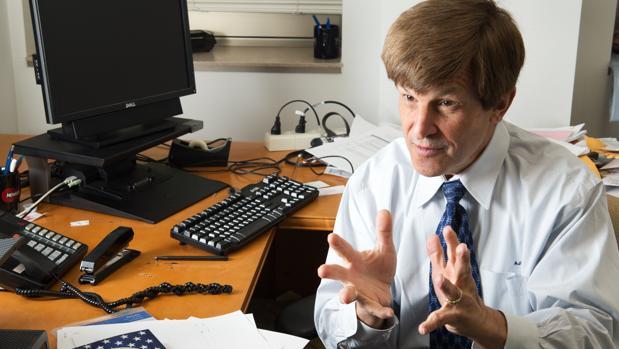 Allan Lichtman, experto en predecir quiénes ganarán las elecciones