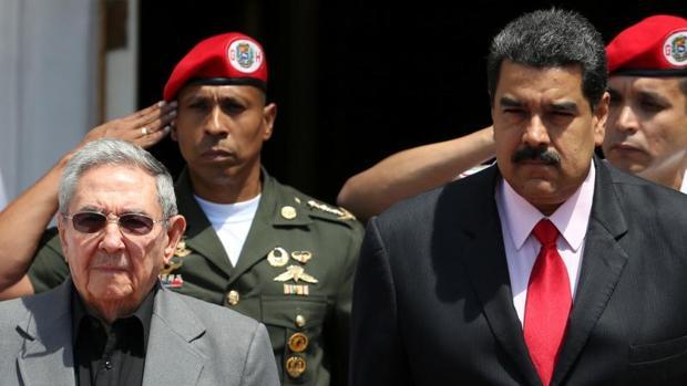 Raúl Castro y Nicolás Maduro, durante una reciente reunión del ALBA en Caracas
