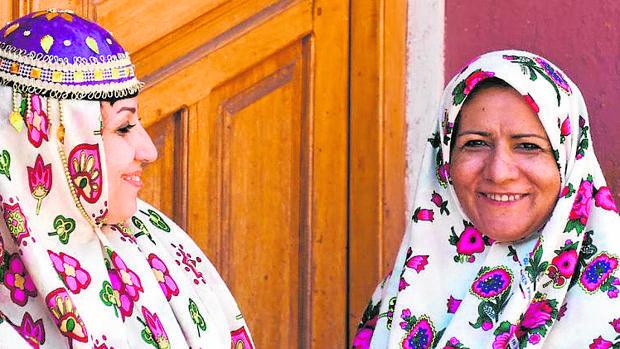 Las mujeres de la villa de Abyaneh, una de las más antiguas del país, son famosas por llevar coloridos velos