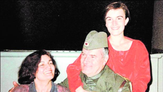 Ratko Mladic. con su esposa y su hija Ana, que se suicidó