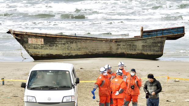 Hallan ocho cadáveres en un navío a la deriva en Japón que podrían ser norcoreanos