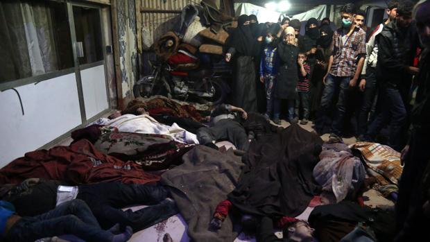 Cuerpo de los ciudadanos que fueron atacados con gas sarín en Duma