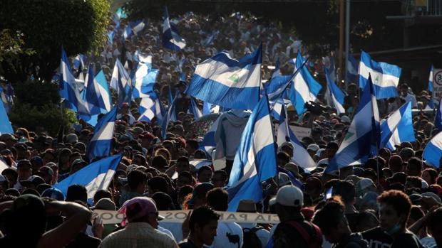 Manifestantes durante la marcha de ayer en Nicaragua
