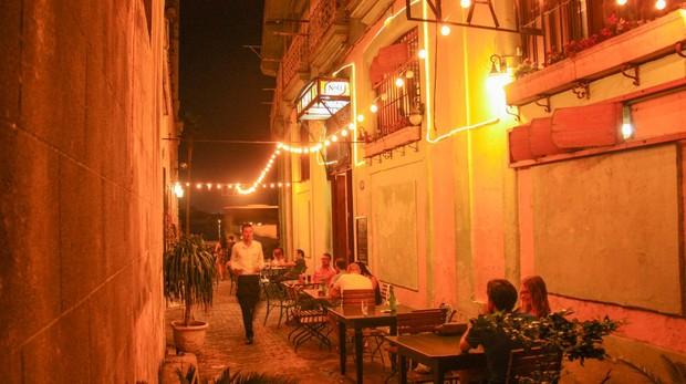 Un Paladar, restaurante privado, en una calle de La Habana Vieja