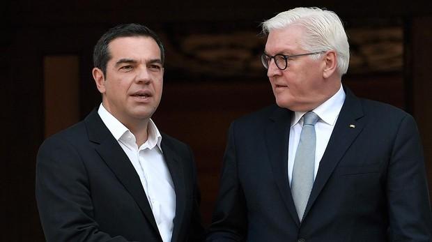 Tsipras junto a Steinmeier en Atenas