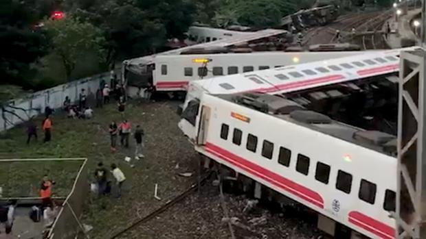 El tren Puyuma Exprés 6432 descarriló a las 16.50 hora local de Taiwán